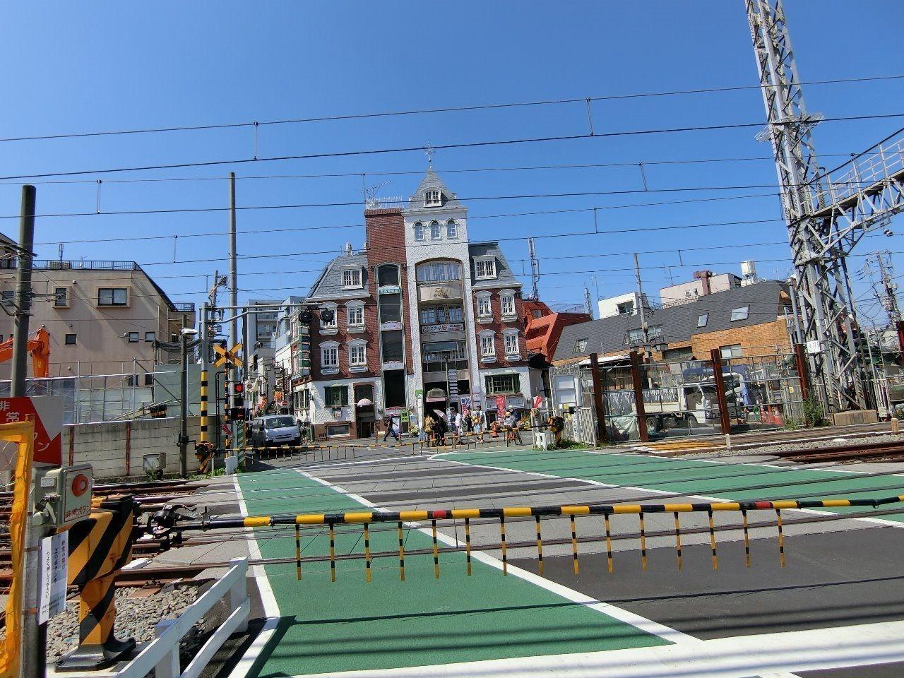 西武新宿線沼袋駅前